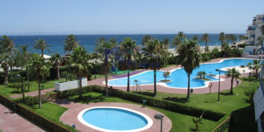 Two bedroom beach front apartment on a modern complex.  On the Costa Tropical Granada